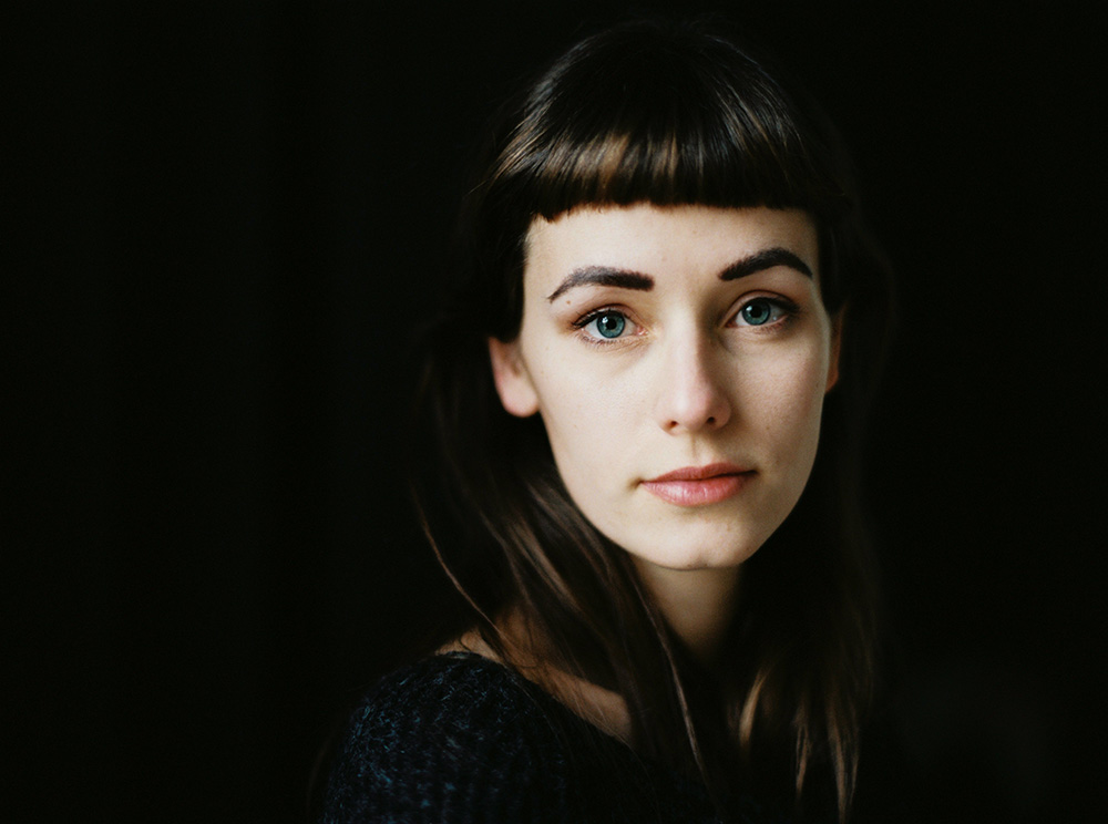 Laura-Zalenga_Elmar-Feuerbacher-Photography_analog-portrait_Stuttgart_1000px