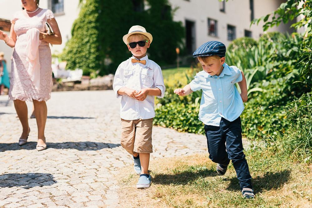 Fotograf Konstanz - Hochzeitsreportage Maisenburg natuerlich authentisch emotional kreativ Elmar Feuerbacher 042 - Hochzeitsreportage auf dem Hofgut Maisenburg - Schwäbische Alb  - 131 -