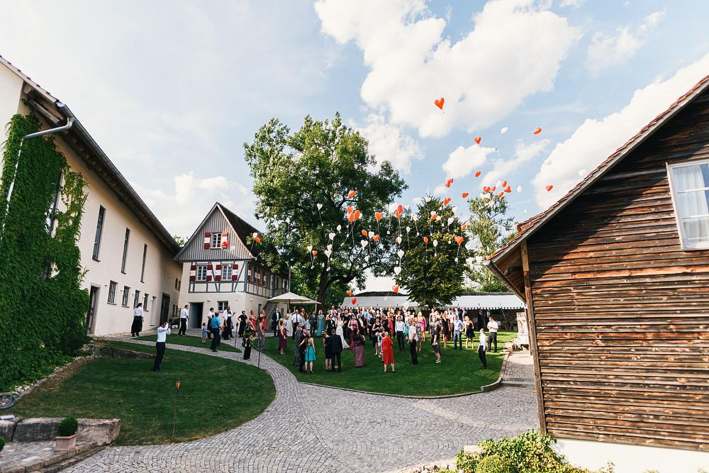 Fotograf Konstanz - Hochzeitsreportage auf dem Hofgut Maisenburg - Schwäbische Alb  - 70 -