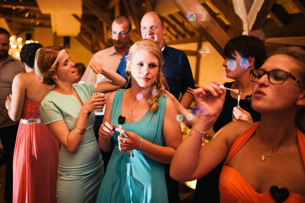 Fotograf Konstanz - Hochzeitsreportage Maisenburg natuerlich authentisch emotional kreativ Elmar Feuerbacher 106 - Hochzeitsreportage auf dem Hofgut Maisenburg - Schwäbische Alb  - 187 -