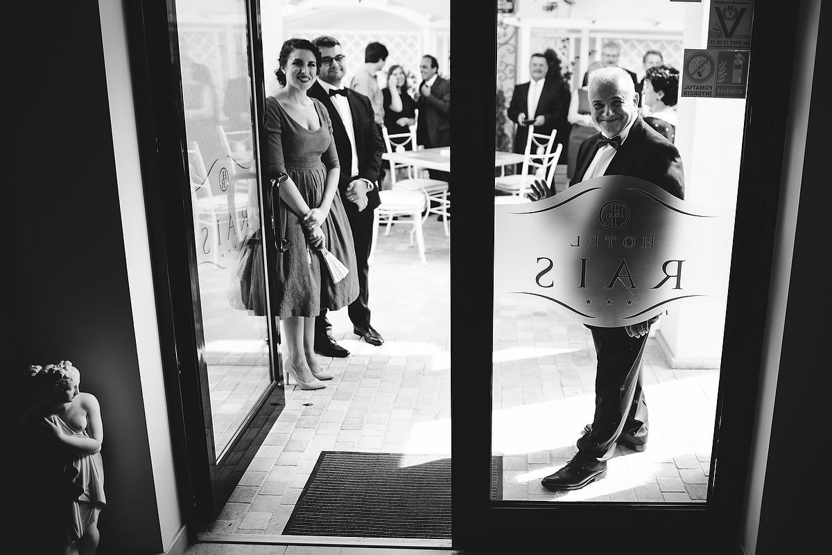 Fotograf Konstanz - Destination Wedding Romania Photographer Elmar Feuerbacher 031 - Rumänisch-Deutsche Hochzeit in Targu Jiu, Romania  - 30 -