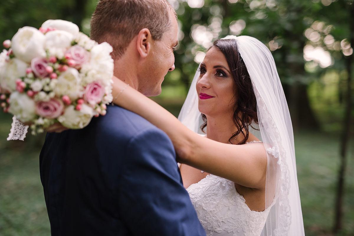 Fotograf Konstanz - Destination Wedding Romania Photographer Elmar Feuerbacher 073 - Rumänisch-Deutsche Hochzeit in Targu Jiu, Romania  - 70 -