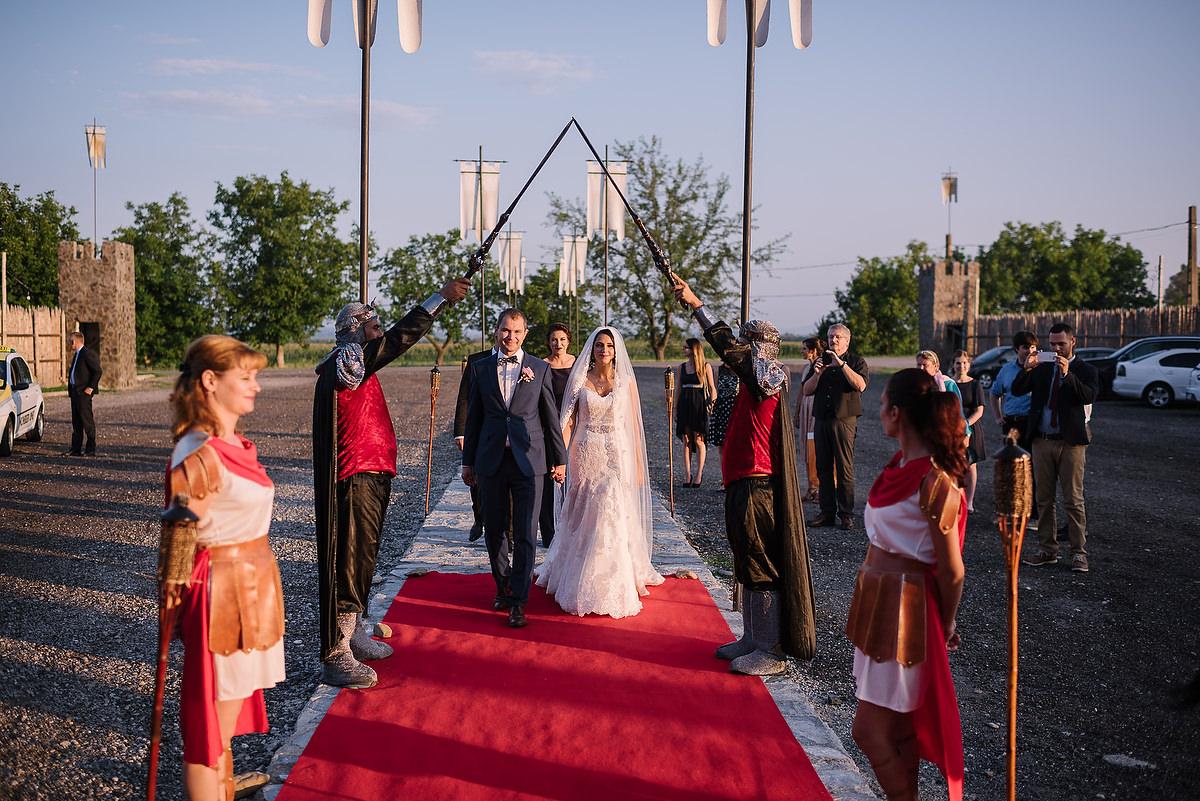 Fotograf Konstanz - Destination Wedding Romania Photographer Elmar Feuerbacher 090 - Rumänisch-Deutsche Hochzeit in Targu Jiu, Romania  - 77 -