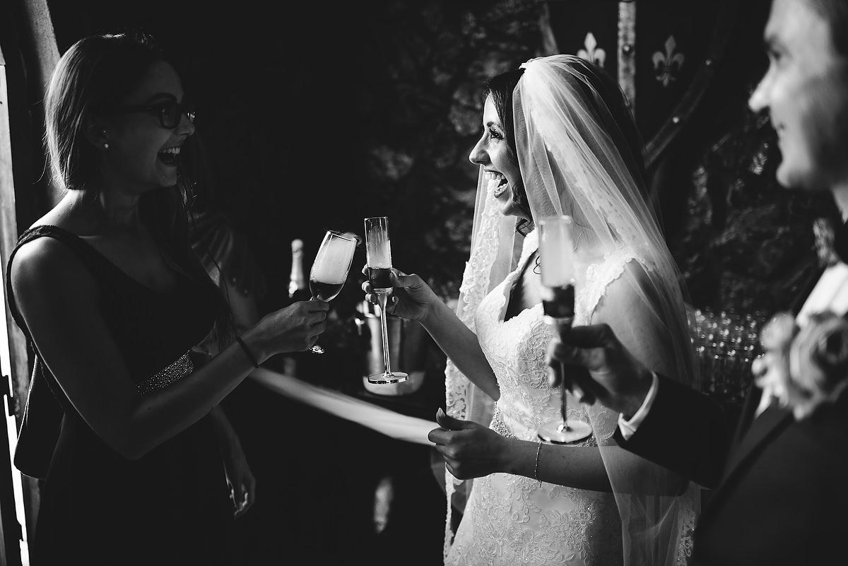 Fotograf Konstanz - Destination Wedding Romania Photographer Elmar Feuerbacher 092 - Rumänisch-Deutsche Hochzeit in Targu Jiu, Romania  - 86 -