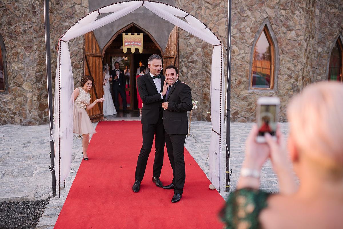Fotograf Konstanz - Destination Wedding Romania Photographer Elmar Feuerbacher 095 - Rumänisch-Deutsche Hochzeit in Targu Jiu, Romania  - 80 -