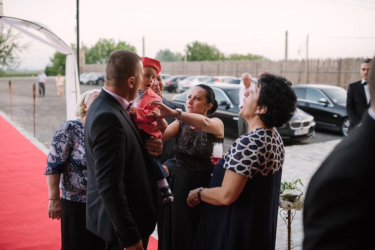 Fotograf Konstanz - Destination Wedding Romania Photographer Elmar Feuerbacher 098 - Rumänisch-Deutsche Hochzeit in Targu Jiu, Romania  - 82 -