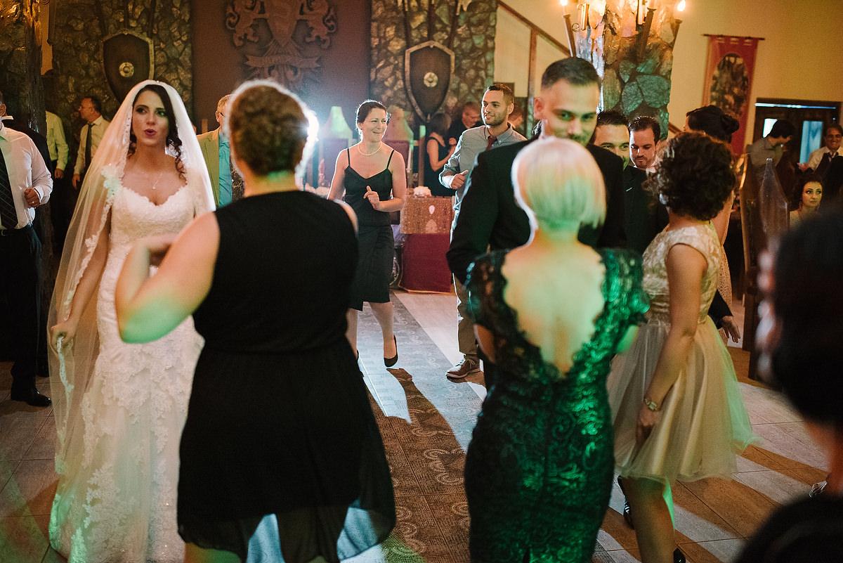 Fotograf Konstanz - Destination Wedding Romania Photographer Elmar Feuerbacher 107 - Rumänisch-Deutsche Hochzeit in Targu Jiu, Romania  - 96 -