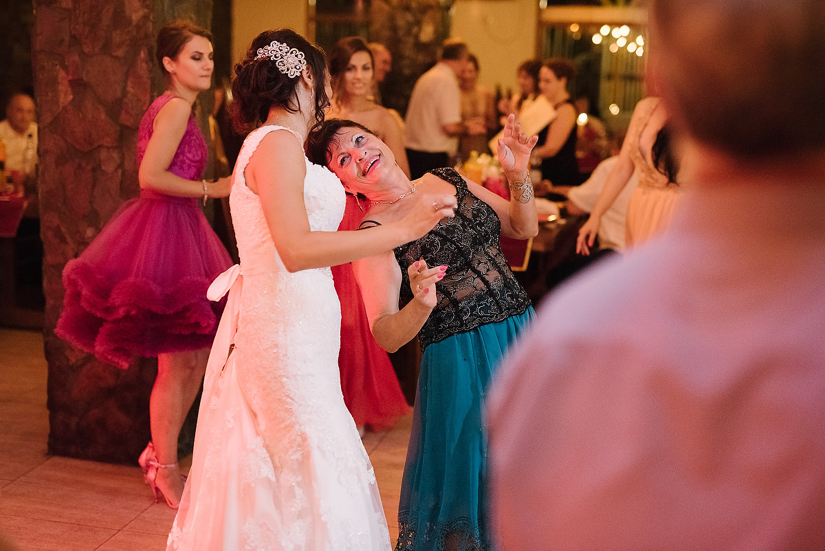 Fotograf Konstanz - Destination Wedding Romania Photographer Elmar Feuerbacher 115 - Rumänisch-Deutsche Hochzeit in Targu Jiu, Romania  - 105 -