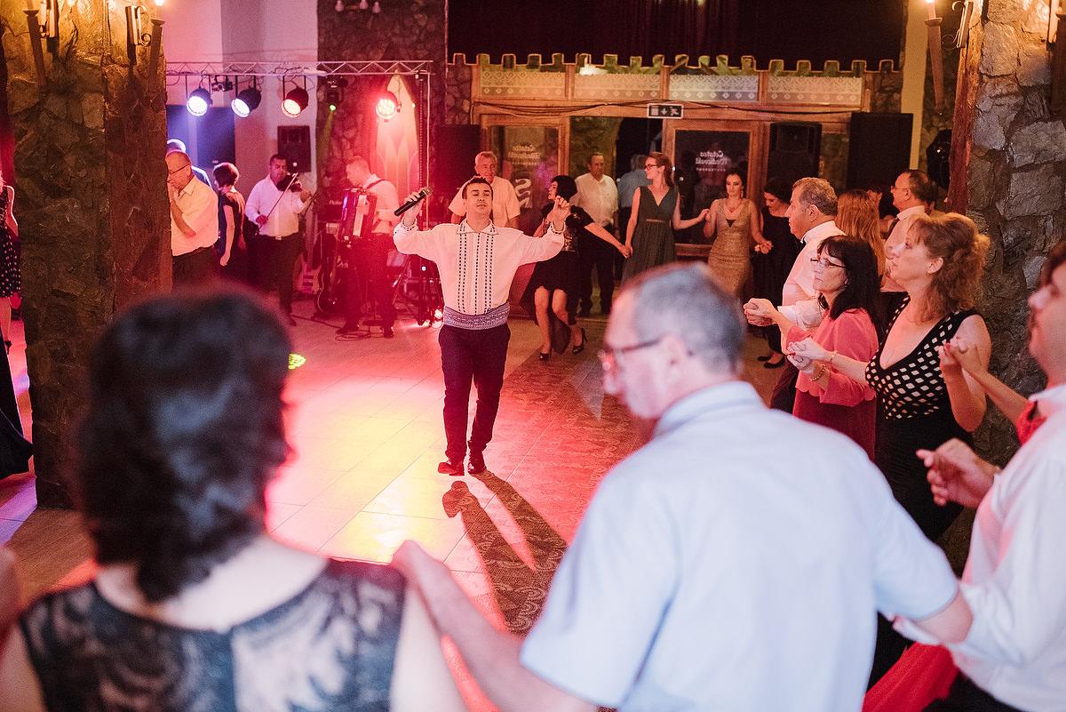 Fotograf Konstanz - Destination Wedding Romania Photographer Elmar Feuerbacher 118 - Rumänisch-Deutsche Hochzeit in Targu Jiu, Romania  - 107 -