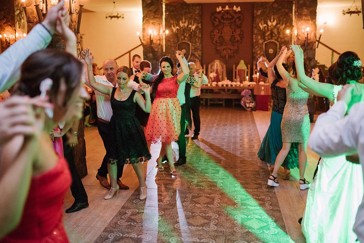 Fotograf Konstanz - Destination Wedding Romania Photographer Elmar Feuerbacher 119 - Rumänisch-Deutsche Hochzeit in Targu Jiu, Romania  - 108 -
