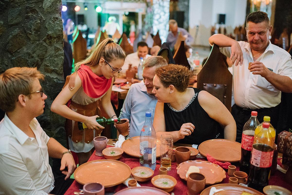 Fotograf Konstanz - Destination Wedding Romania Photographer Elmar Feuerbacher 126 - Rumänisch-Deutsche Hochzeit in Targu Jiu, Romania  - 114 -