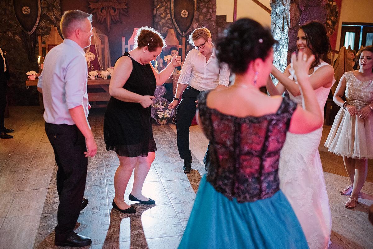 Fotograf Konstanz - Destination Wedding Romania Photographer Elmar Feuerbacher 128 - Rumänisch-Deutsche Hochzeit in Targu Jiu, Romania  - 116 -