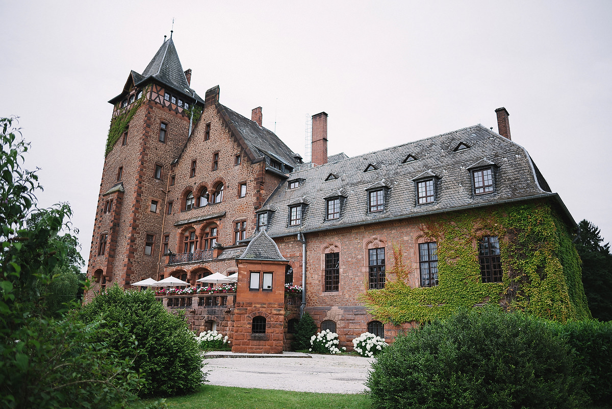 Fotograf Konstanz - Persian-german wedding on castle Saareck in Saarland  - 47 -