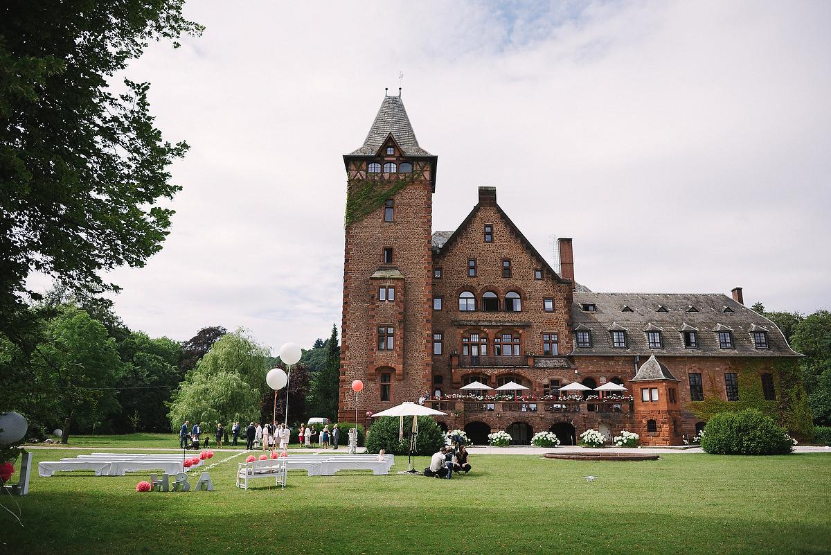 Fotograf Konstanz - Persian-german wedding on castle Saareck in Saarland  - 22 -