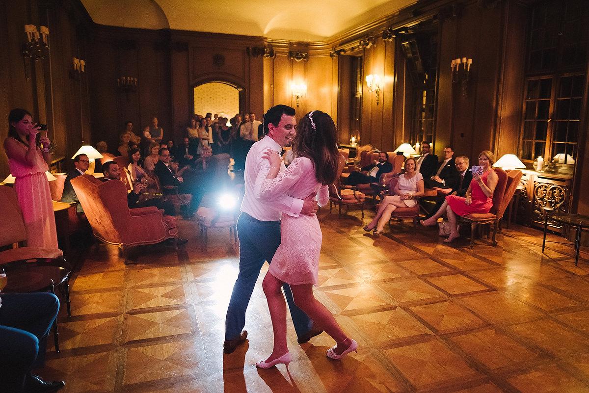 Fotograf Konstanz - Persian-german wedding on castle Saareck in Saarland  - 81 -