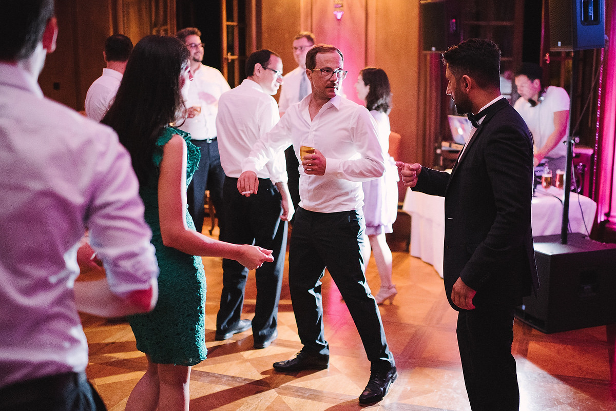 Fotograf Konstanz - Hochzeitsreportage Schloss Saareck Saarland Elmar Feuerbacher Photography 163 - Persian-german wedding on castle Saareck in Saarland  - 186 -