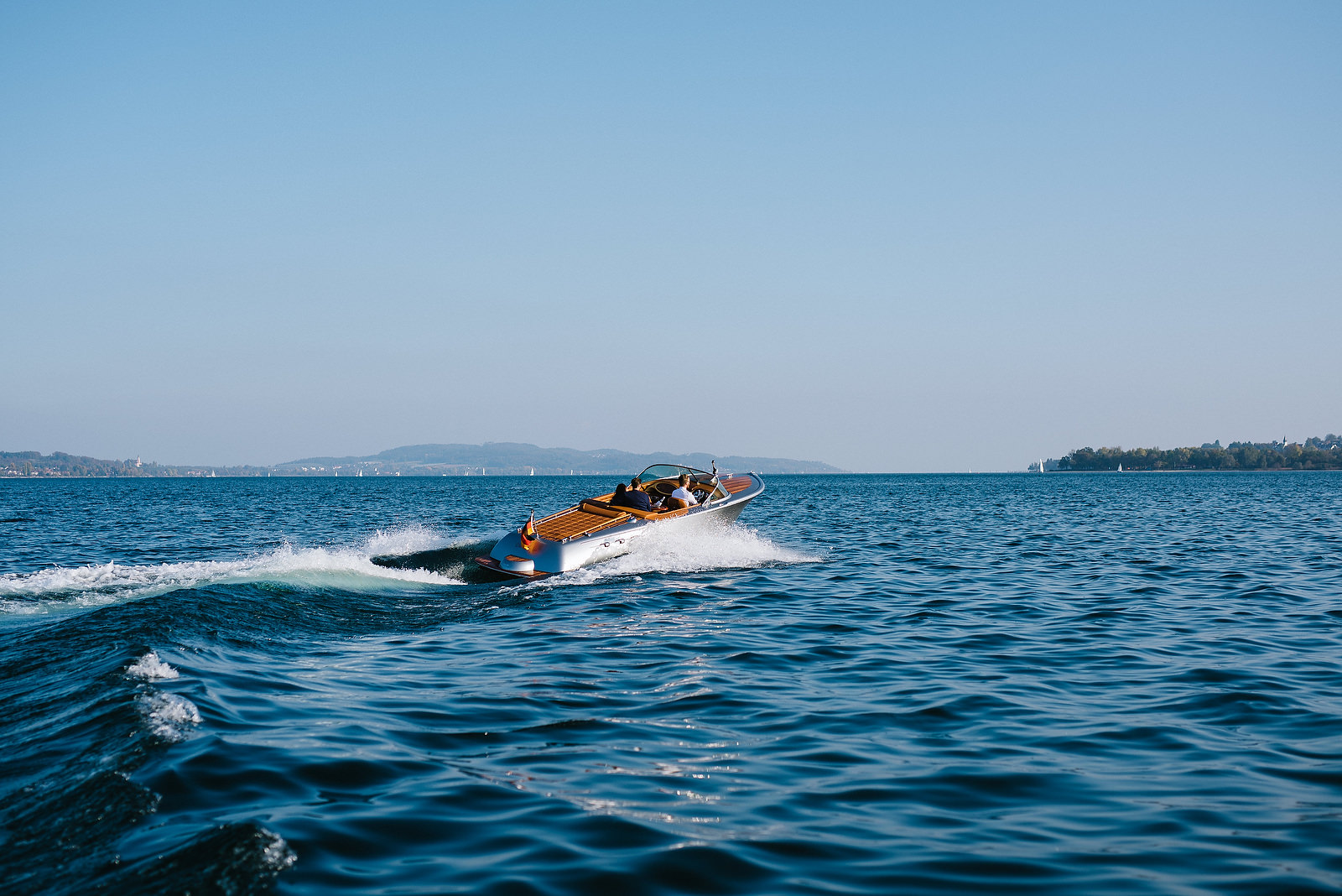 Fotograf Konstanz - Couple Shooting on Lake Constance with a Pegiva motor boat  - 12 -
