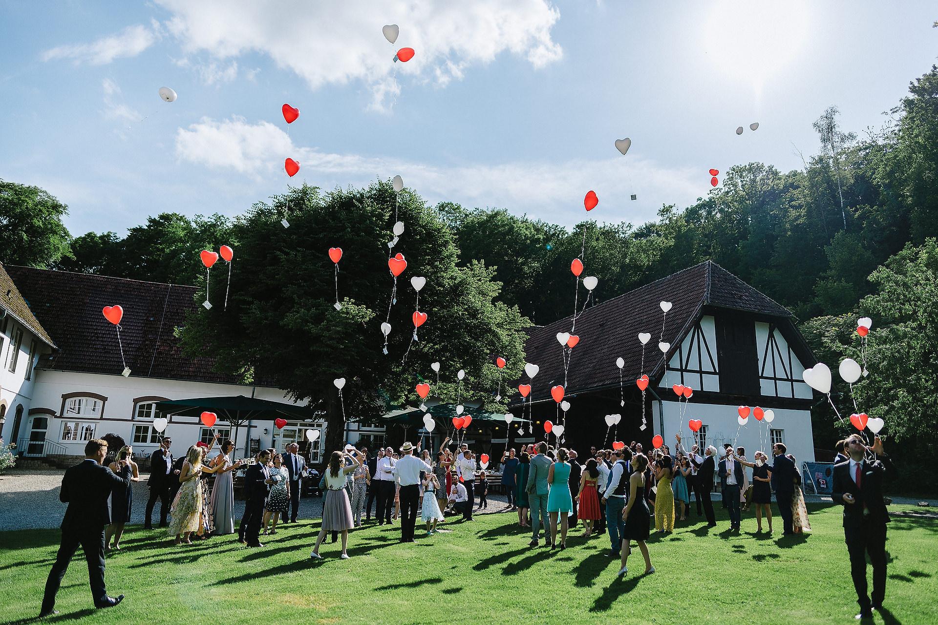 Fotograf Konstanz - Hochzeitsreportage Freiburg Hofgut Lilienhof Hochzeit Fotograf Konstanz 61 - Hochzeit in Freiburg und Hofgut Lilienhof  - 155 -