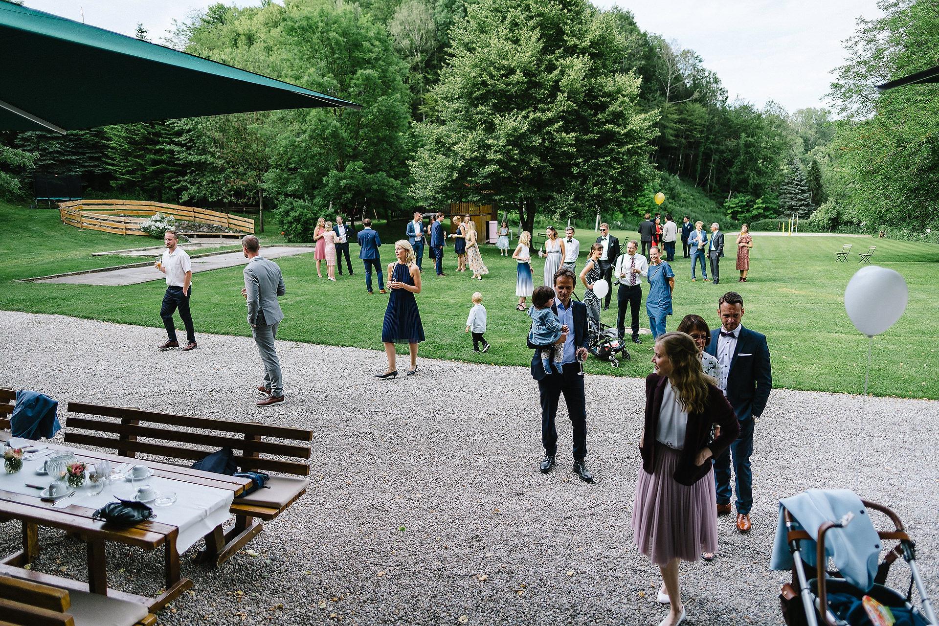 Fotograf Konstanz - Hochzeitsreportage Freiburg Hofgut Lilienhof Hochzeit Fotograf Konstanz 65 - Hochzeit in Freiburg und Hofgut Lilienhof  - 159 -